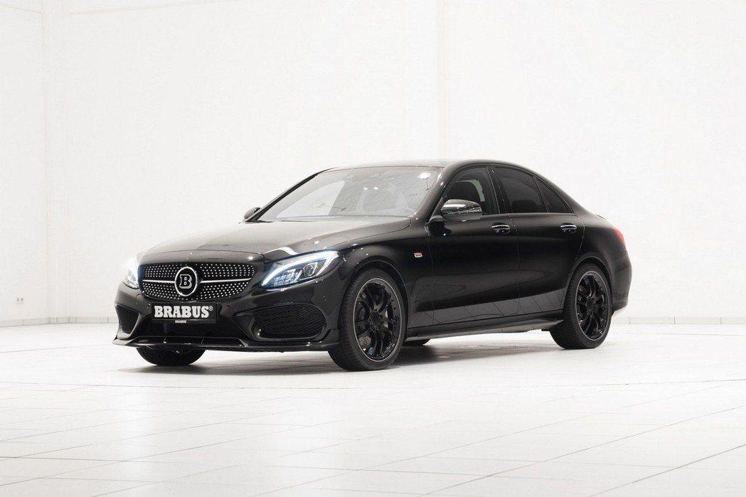 Brabus針對M.Benz旗下車款C450進行改造,在不破壞動力系統的架構下,提車輛性能與外觀造型。 摘自Brabus.com