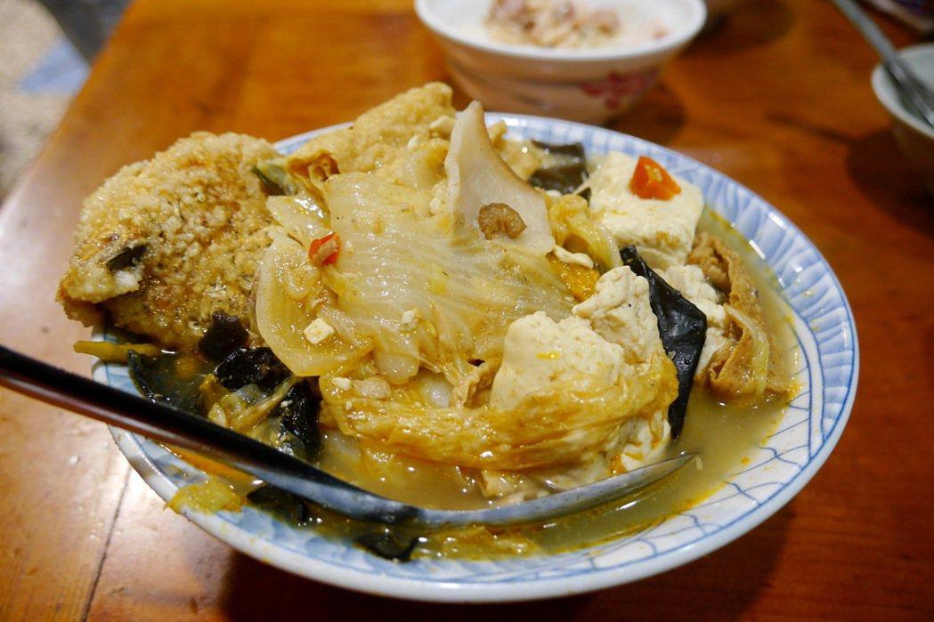 林聰明砂鍋魚頭的砂鍋魚肉,一人份售價100元。 記者陳威任/攝影