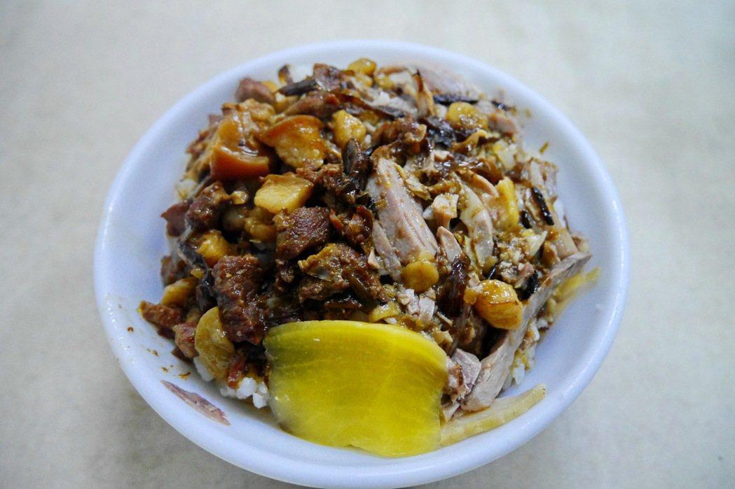 真好味鴨肉飯的鴨魯飯。 記者陳威任/攝影
