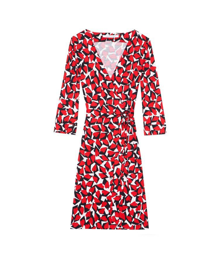DVF浪漫甜美的心形圖案裹身裙NT$17,300。圖/麗晶精品提供