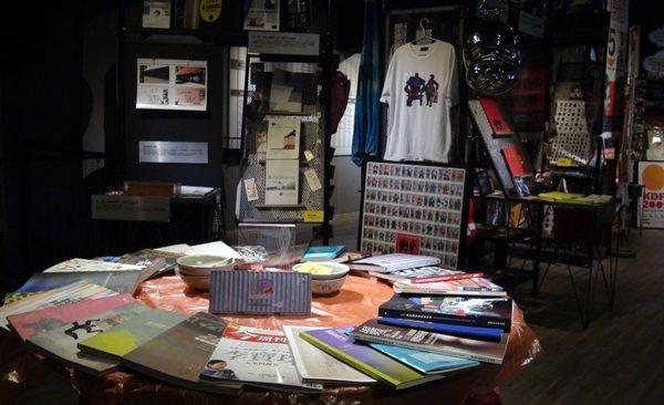 舊事倉庫陳列了駁二2002年成立以來的各種文物。
