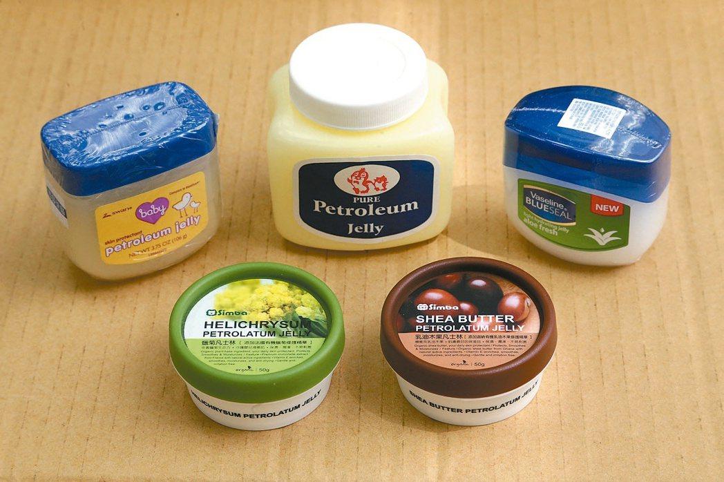 凡士林用途:用於保濕、護膚、防手腳龜裂。副作用:皮膚屬油性者使用後易毛孔...