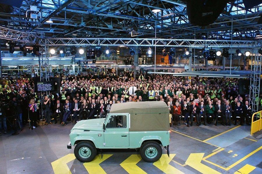Land Rover員工為退休的Defender車款舉辦慶祝大會。 Land ...
