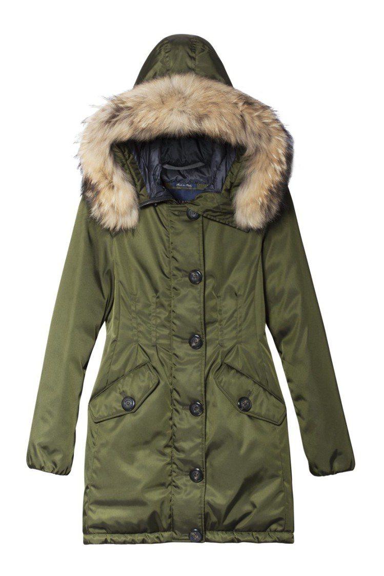Paul&Shark空軍綠長外套,售價55,900元。圖/俊思提供