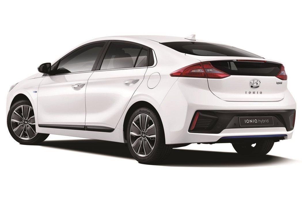 動力採用1.6升GDi汽油引擎,搭配可輸出43.5hp的電動馬達,最大綜效馬力為141hp。 摘自Hyundai.com