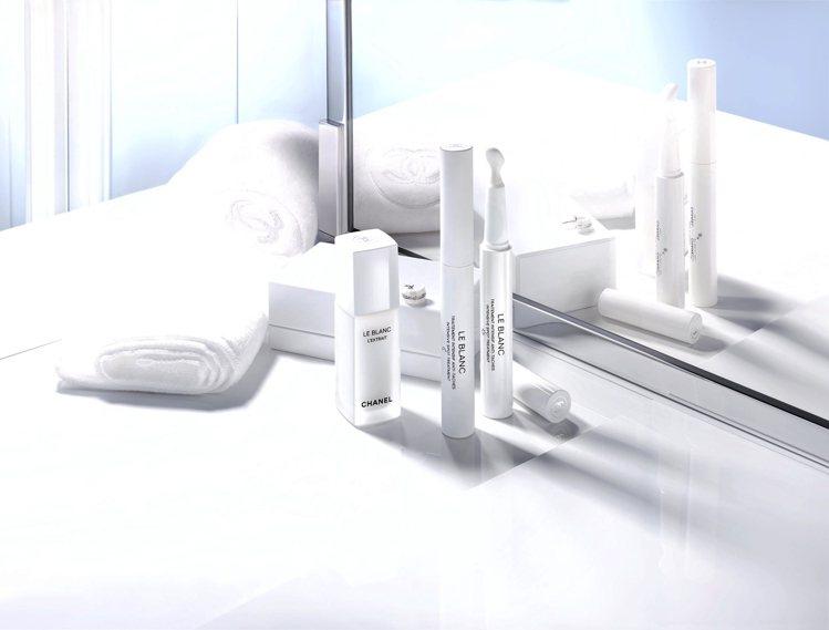 香奈兒推出珍珠光感TXC活顏亮采精萃、20ml/9,700元,以及淡斑日夜雙精華...