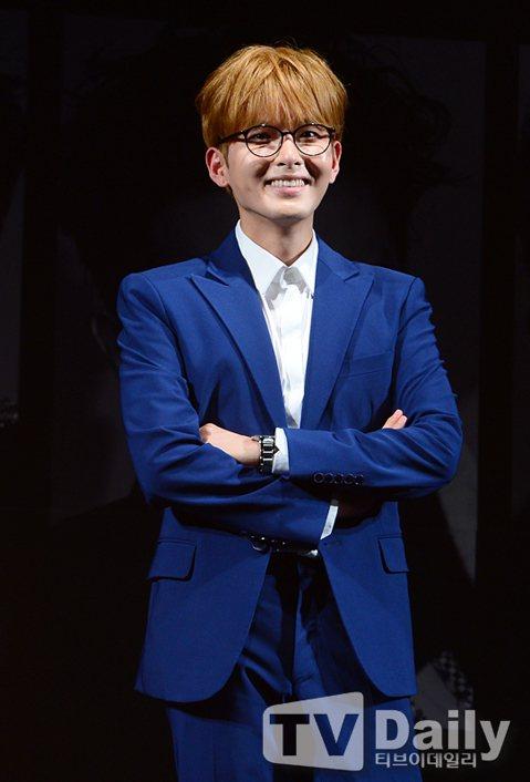 Super Junior成員厲旭將於1月發行首張個人專輯,出道11年後首次solo亮相。厲旭作為Super Junior的一員已經出道11年,憑藉優美歌喉獲得粉絲和業界人士認可。他曾多次參與...