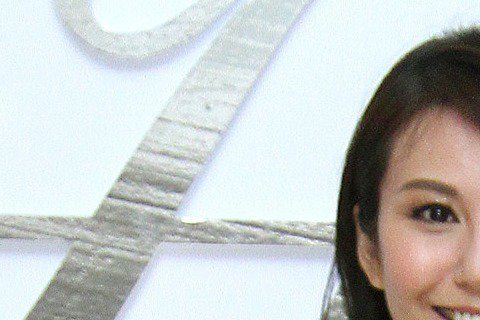 名模洪曉蕾與王世均貌合神離、離婚傳言不斷,被封為「驚世夫妻」,前陣子更爆出洪為王借的高額貸款背書,簽下高達6000萬元本票,事後王雖坦承有此事,卻也澄清早已還清。但根據「蘋果日報」報導,她近日卻被拍...