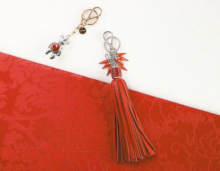 Miu Miu中國農曆新年吊飾,「國王」猴吊飾和「鞭炮」鑰匙圈,約8,000元。...