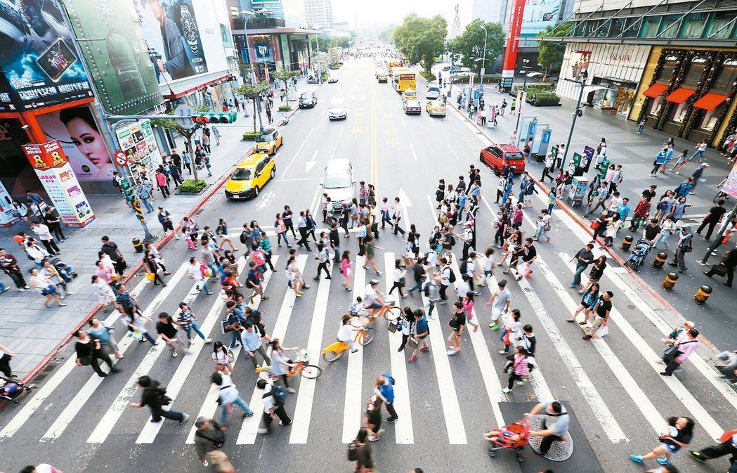 台北市國際交流頻繁,外籍工作者也多。 報系資料照