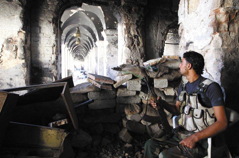 在北方大城,阿勒坡古蹟中的反抗軍。這裡曾是聯合國認定的文化世界遺產——烏麥雅大清...