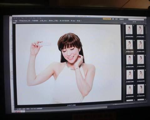舞蹈老師KIMIKO近年來常出現在螢幕前,更是許多藝人的御用舞蹈老師,舞蹈專業備受肯定。昨(31日)她在臉書爆怒,原來是日前她曾被嗆「為什麼隨便拍張照還要費用」,這讓她氣到一次打了超過三千字的臉書狀...