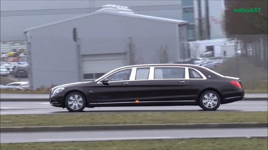 新的Mercedes Maybach S600 Pullman正在路上作交車前測...