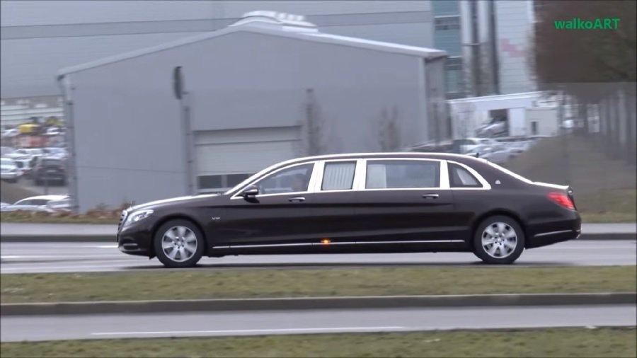 新的Mercedes Maybach S600 Pullman正在路上作交車前測試。 截自Mercedes-Benz Prototypes影片