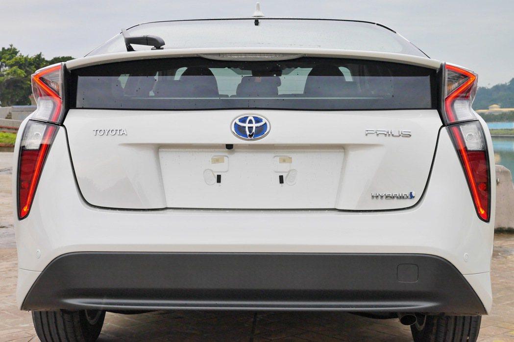 車尾的直立式LED尾燈極具辨識度。 記者陳威任/攝影