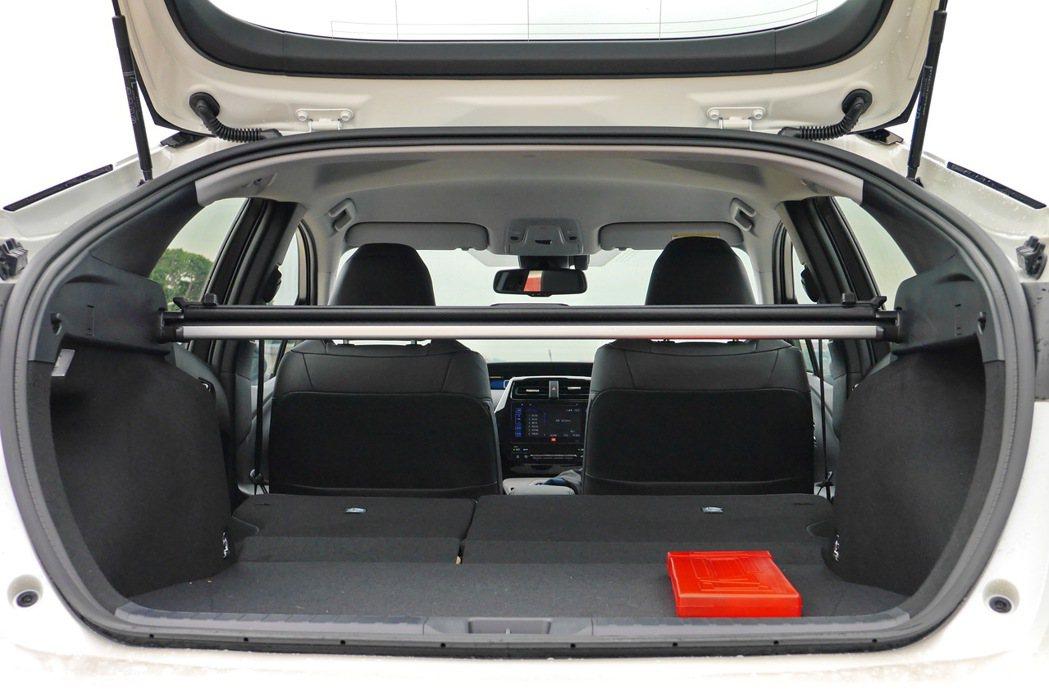 第四代Prius行李廂空間提升,在標準狀態下,具有457公升的空間容積,搭配後座...