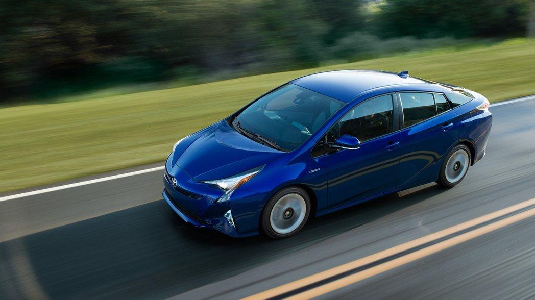 拜車重減輕的關係,Prius操控起來更加俐落靈活。