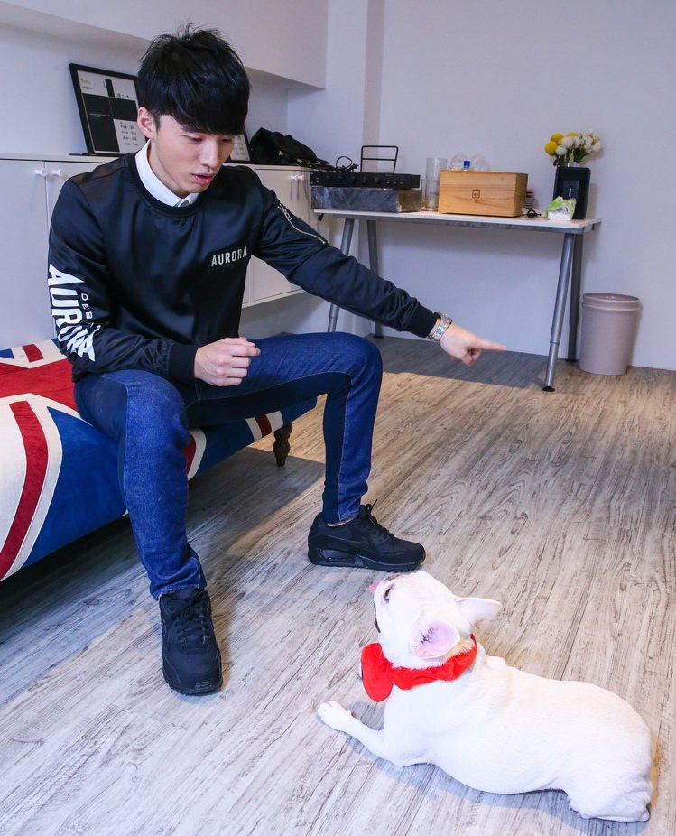 Lollipop@F的阿緯與狗。記者趙文彬/攝影