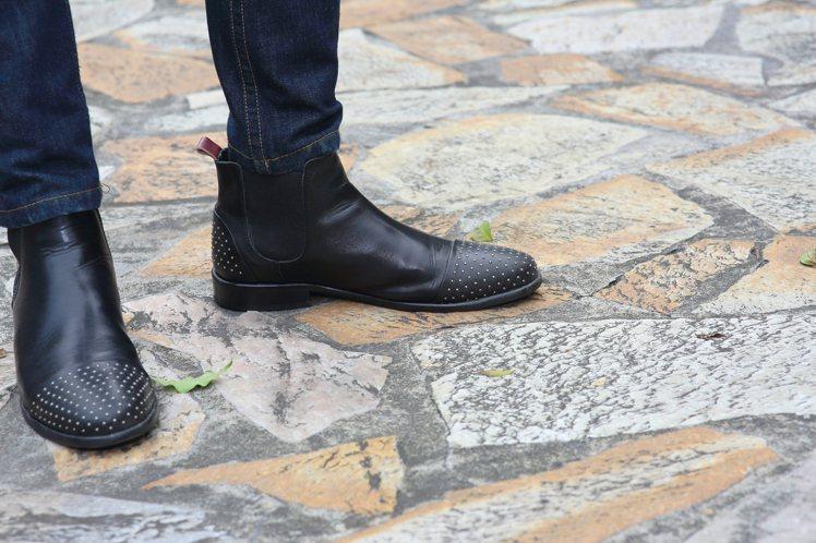 鞋款可以花點心思找尋有鉚釘裝飾的雀而喜靴。圖/TSFM提供