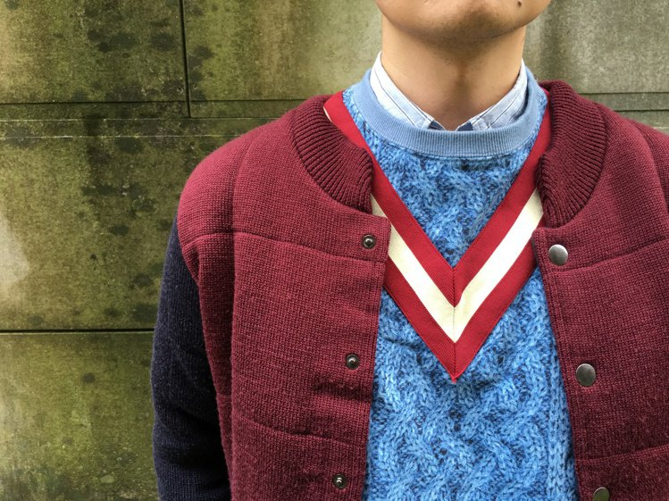 毛衣可挑選帶有組織變化和圖型的款式,讓視覺重心放在上半身。圖/plain-me提...