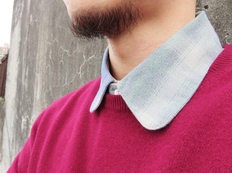 內搭襯衫顏色可挑選與針織毛衣撞色或是互補色效果。圖/Chainloop提供