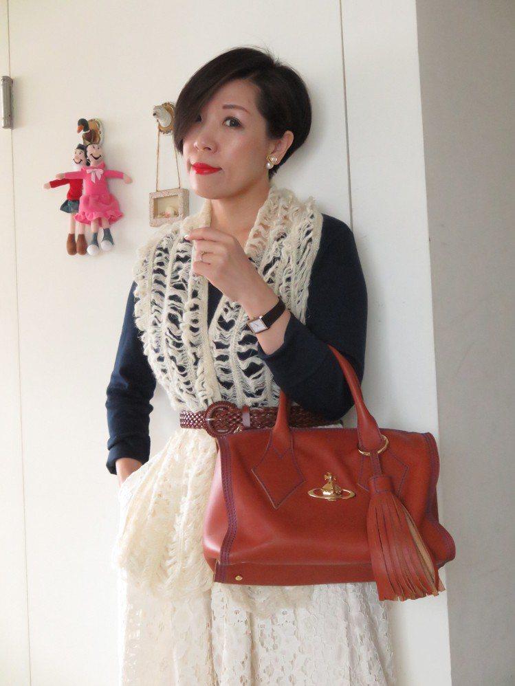 觀玲擅長以平價、簡約服飾搭配出具個人風格且親切感的日裝。圖/觀玲提供