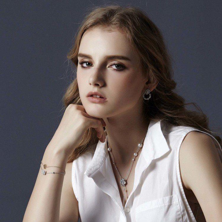 模特兒配戴Piaget Rose系列耳環、手鍊和項鍊。圖/伯爵提供