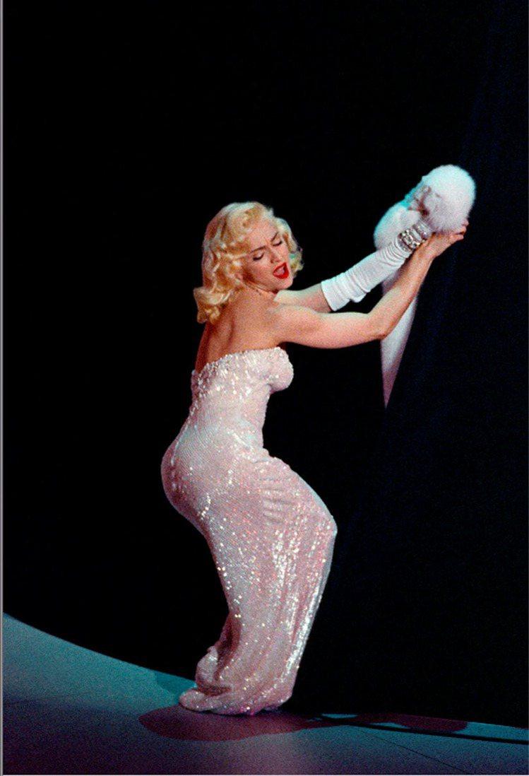 瑪丹娜的偶像是瑪麗蓮夢露。圖為她1991年出席第63屆奧斯卡金像獎典禮。圖/美聯...