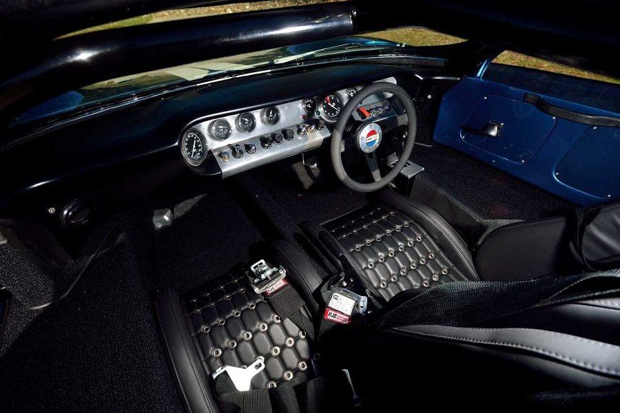 這輛車是Universal Studio電影公司以GT40賽車為原型,為了劇情特別打造。 摘自Carscoops.com