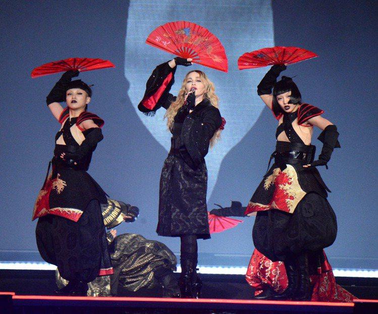 瑪丹娜三十年來首次登台開唱,2/4、2/6兩天將在小巨蛋展開「心叛逆」演唱會。圖...