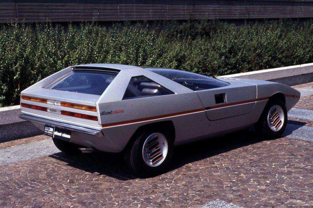Alfasud Caimano concept由義大利設計公司Italdesign設計,以前驅小車Alfasud底盤進行改造。 摘自Alfa Romeo.com