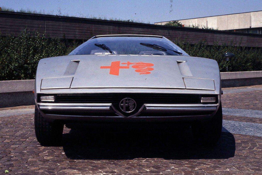 Alfa Romeo經過45年的歲月,至今外型仍相當前衛。 摘自Alfa Romeo.com