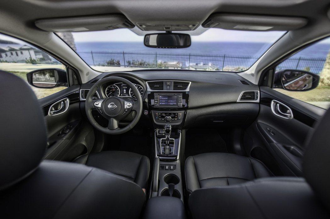 新年式Sentra於內裝部分也作了修飾,營造更為精緻的座艙感受。 摘自Nissan.com