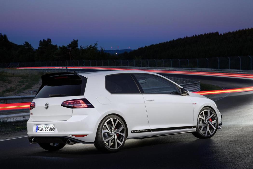 身擁265hp最大馬力的GTI Clubsport,對熱血玩家而言性能表現仍稍嫌不足。 摘自Volkswagen.com