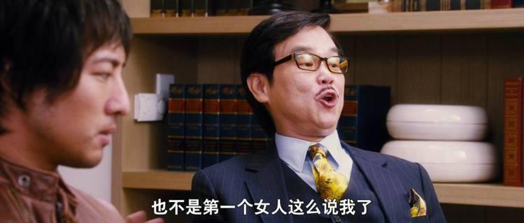 金黃色的領帶為正裝帶來活潑和喜氣,且搭配出眾。圖/取自bbs.qd315.net