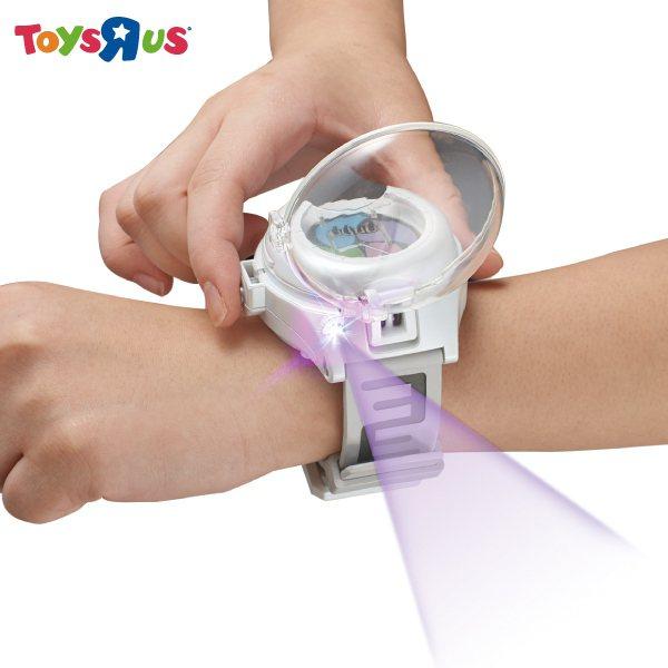 從去年開始紅的「妖怪手表」,搭配電影推出的零式手表熱銷。圖/玩具反斗城提供