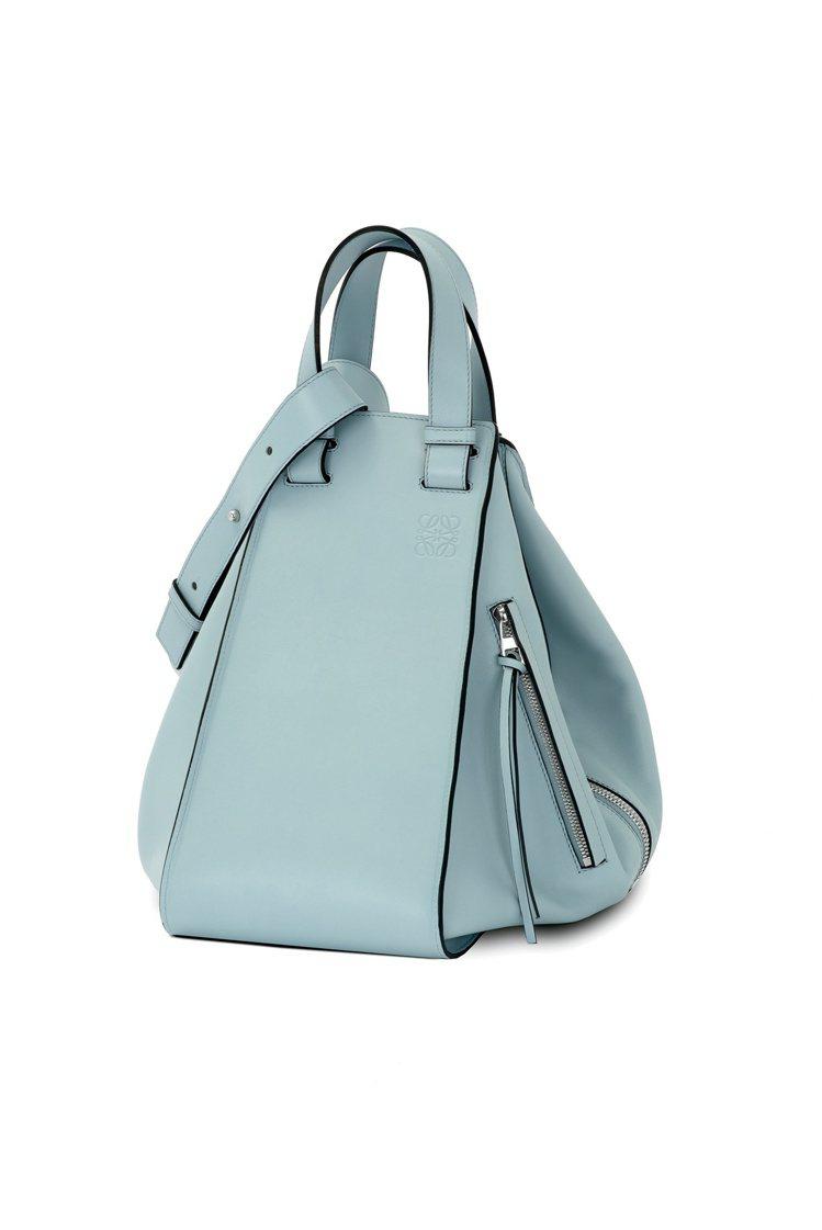春夏主打的新包款,Hammock水藍色牛皮手袋,88,000元,4月上市。圖/L...