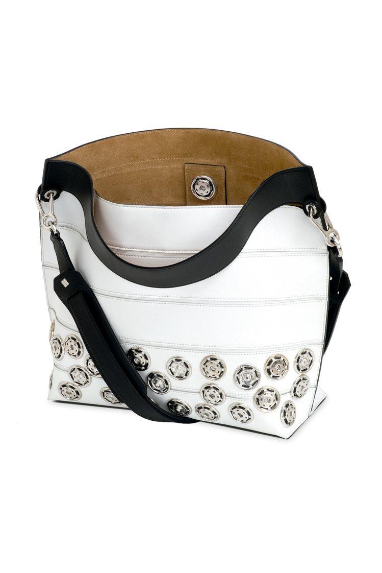 融入雙層皮革工藝的Strip釘扣細節黑白撞色手袋,14萬8,000元。圖/LOE...