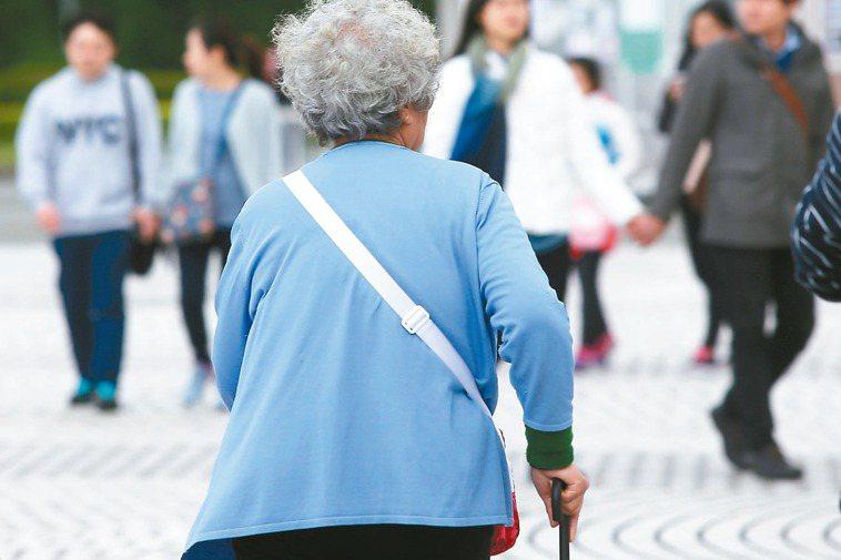 當台灣進入高齡社會之後,面對快速老化的人口結構,加上少子化的影響,如何面對「老」...