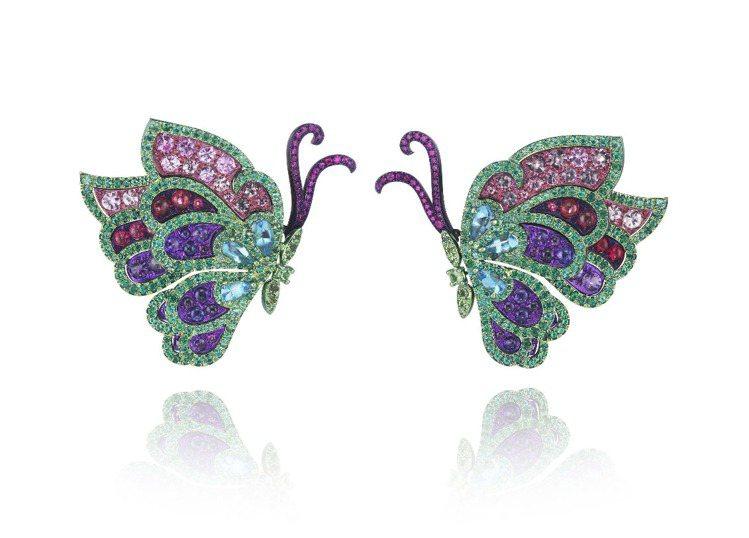 高級訂製珠寶系列的 蝴蝶手鐲可拆下變成耳環。圖/蕭邦提供
