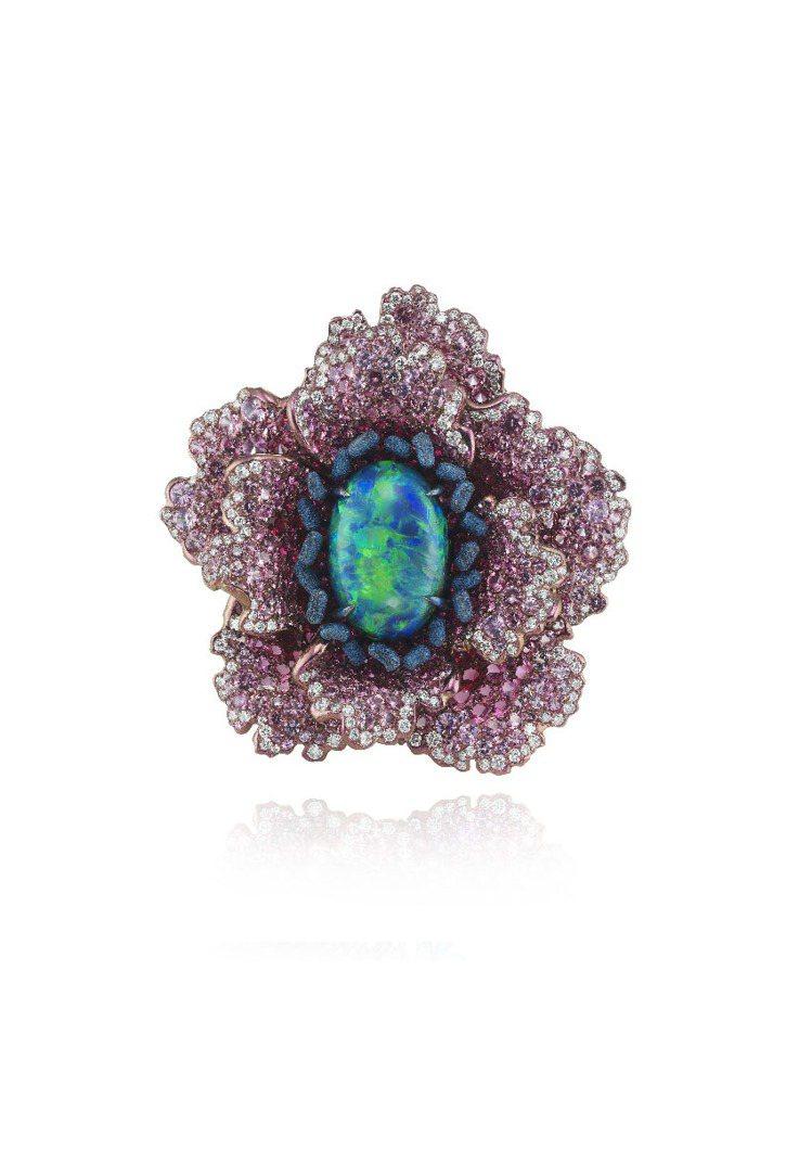 Fleurs d'Opales系列戒指,18K白金與鈦金材質,鑲嵌鑽石、粉紅剛玉...