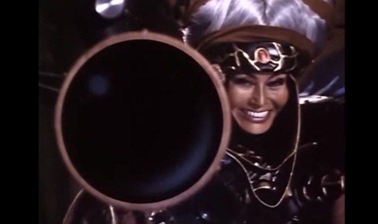 幽冥女王一角在原本的電視劇中造型華麗誇張,和伊莉莎白班克斯飾演的艾菲風格類似,也...