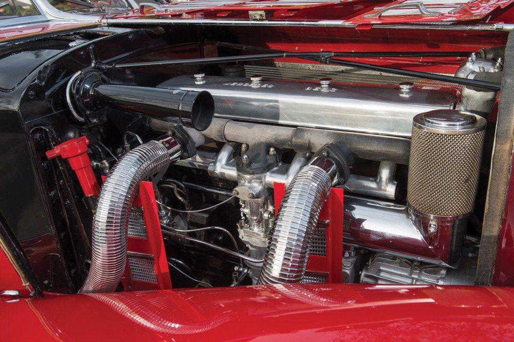 歷經79年歲月,動力系統與周邊零件依舊如新,顯見車主對它是百般呵護。 摘自RM Sotheby's
