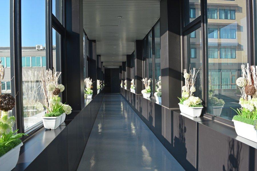 銜接兩棟樓的空中走廊。