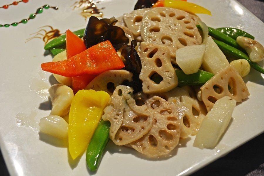 京兆軒中菜餐廳熱炒。