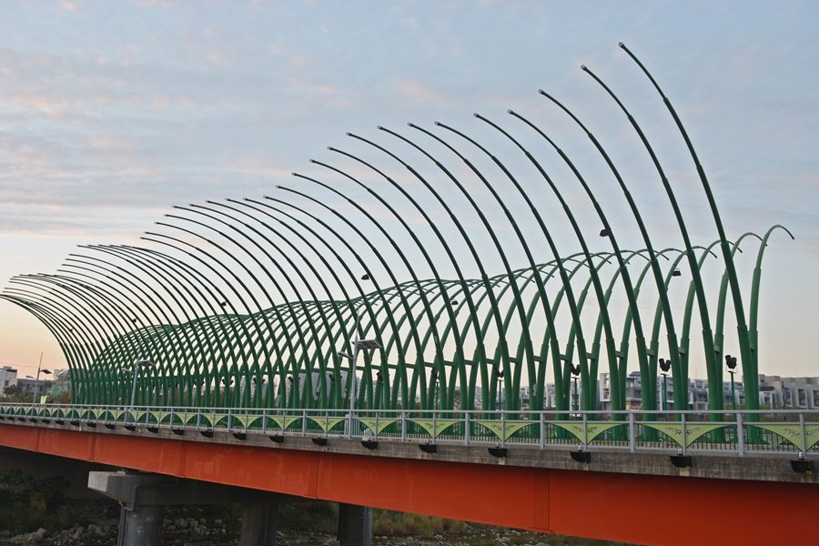 清新橋,因為正面造型如同蝴蝶展翼,所以也有人稱之為「蝴蝶橋」。