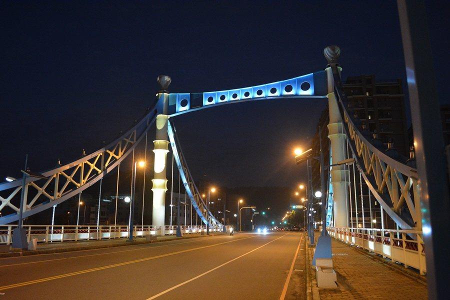 大坑藍天白雲橋,造型很有歐洲童話故事的風味。