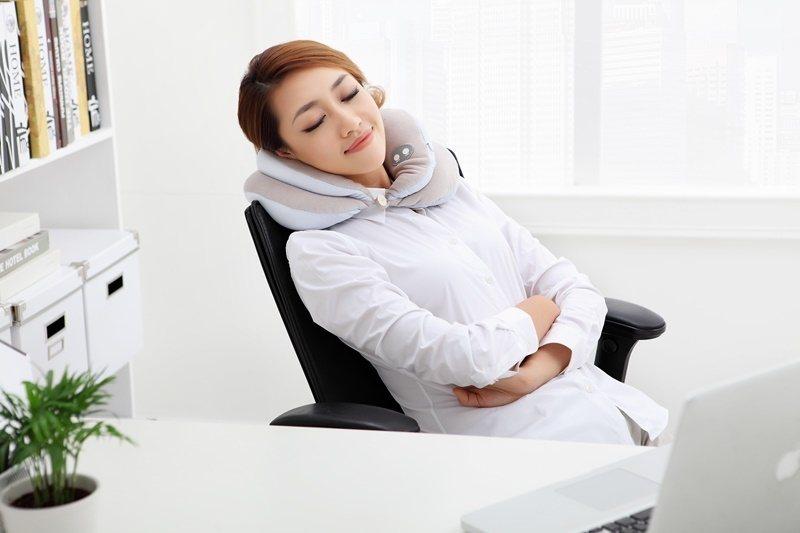 職能治療師高琪鈞建議,居家辦公的民眾最好躺著睡。示意圖/特力集團提供