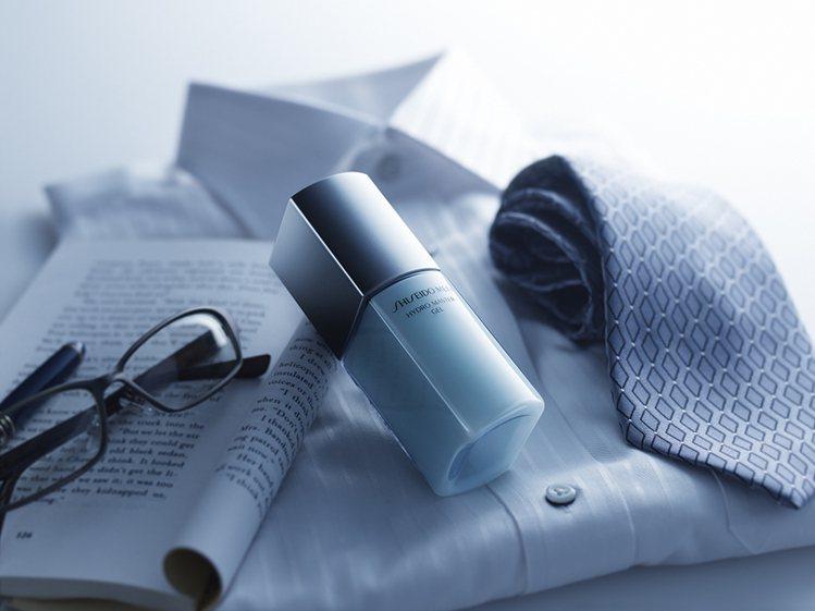 資生堂男人極致平衡涵水凝膠,屬於多功能性男性保養,兼具乳液、鬍後水等功能,提供簡...