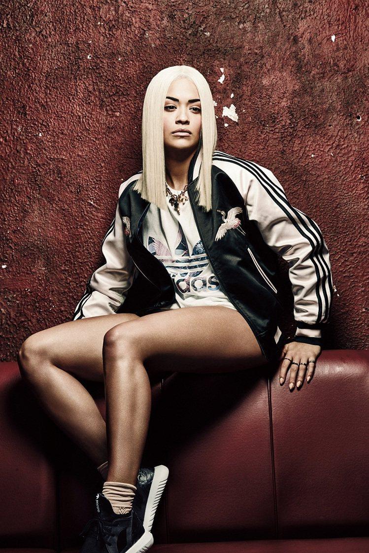 adidas Originals聯名英國天后Rita Ora的新裝,展現東西時尚...